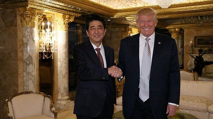 Primeiro-ministro do Japão faz história com Donald Trump
