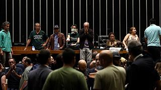 Brasile: manifestanti fanno irruzione al Parlamento