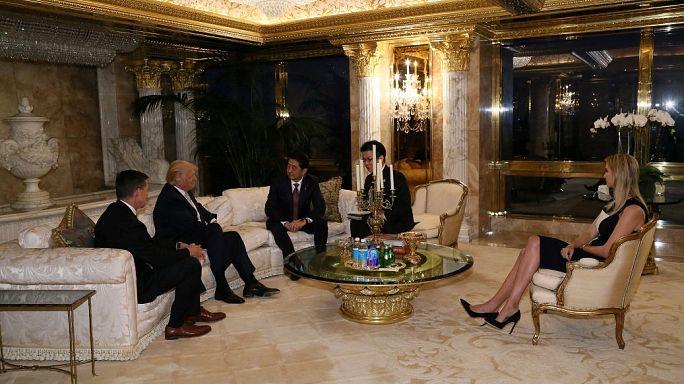 ¿Qué hacían Ivanka Trump y su marido en la primera reunión diplomática de Donald Trump?