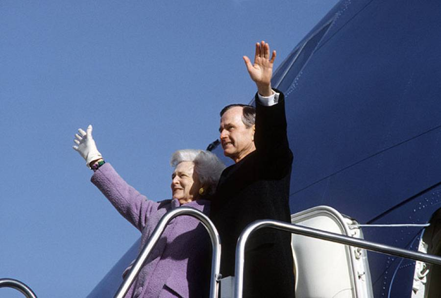 George Bush leaving Washington