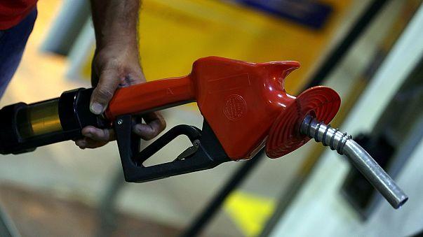 Цены на нефть снизились на фоне сильного доллара