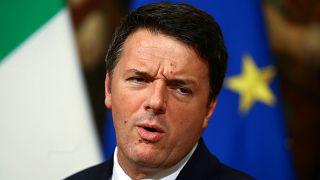 İtalya'da anayasa referandumu hükümet için güvenoylamasına dönüştü