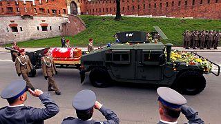 Uçak kazasında ölen eski Polonya Devlet Başkanı yeniden toprağa verildi
