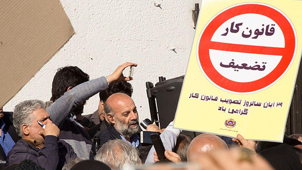 تجمع اعتراضی کارگران مقابل مجلس ایران: اخراج کارگران را تسهیل کردهاند