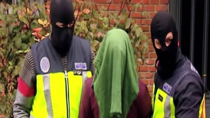 Two ISIL suspects arrested in Spain