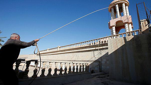 Irak : restauration de la croix d'une église à Bashiqa