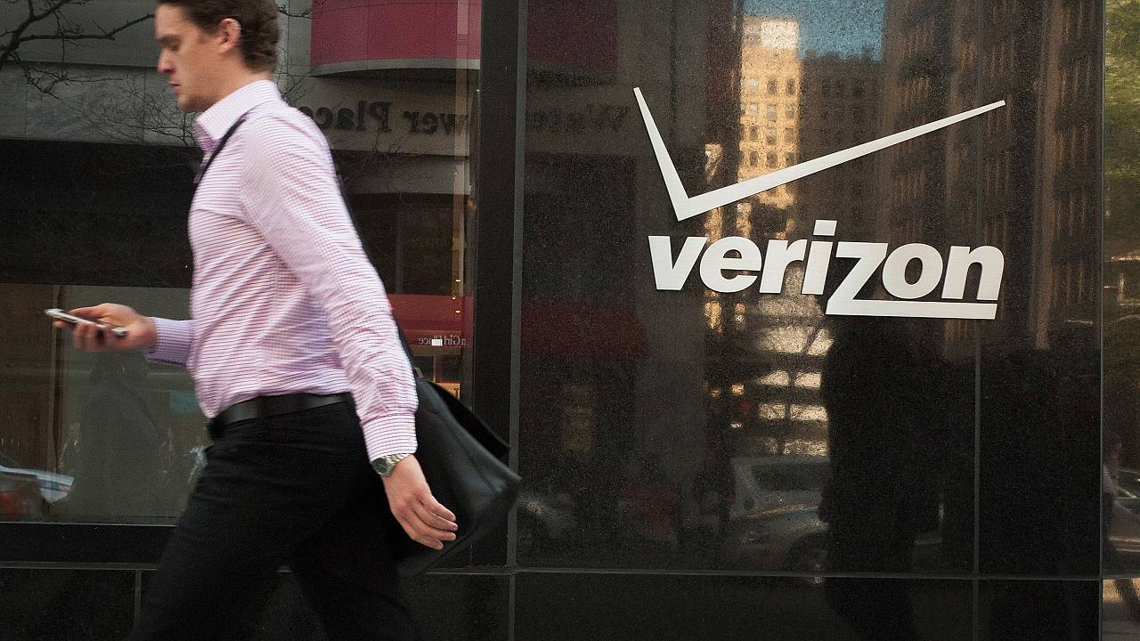 Image: Verizon Shares Fall Lower On Missed Revenue Targets, And Drop In Cus