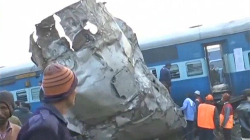 Hindistan'da tren kazasında en az 60 kişi öldü