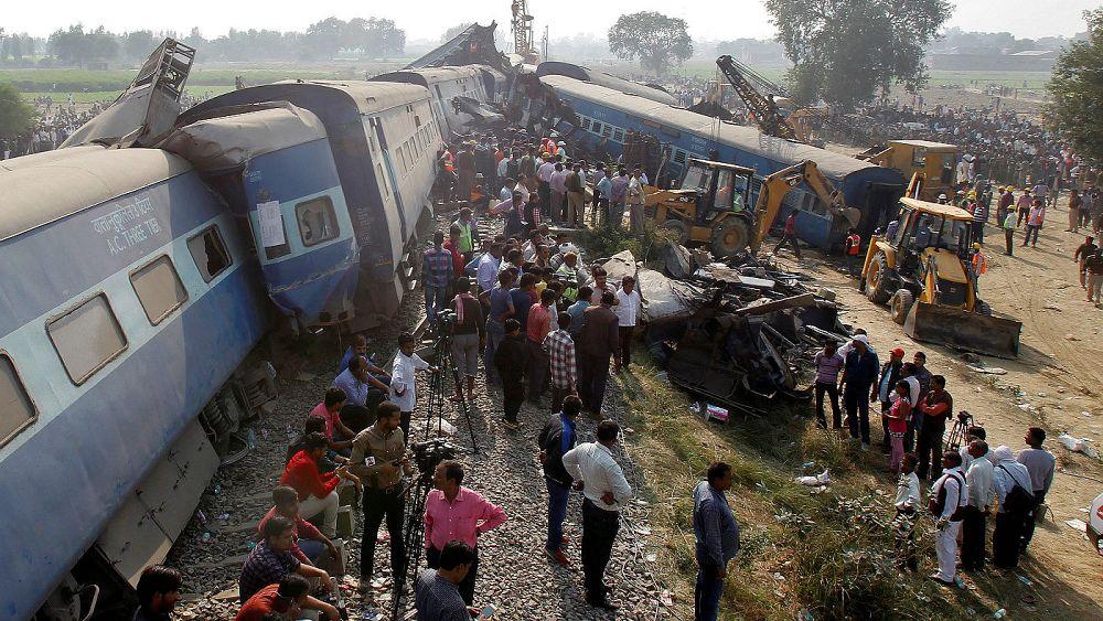 حادثه قطار در نزدیکی کانپور هندوستان حداقل ۹۰ کشته برجای گذاشت