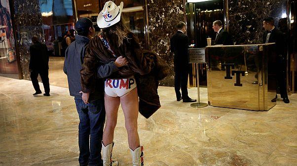 """Der """"Naked Cowboy"""" - jetzt auch im Trump-Tower"""