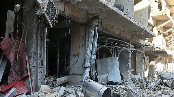 Meninos resgatados dos escombros em Alepo