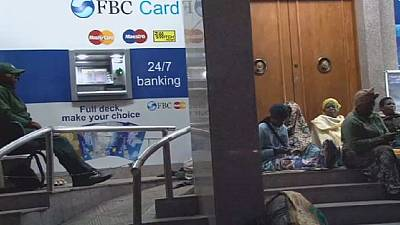 Cash shortage forces Zimbabweans to sleep outside banks
