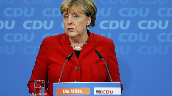 """Germania: Merkel si ricandida e sottolinea """"la dignità di ogni essere umano"""""""