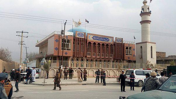Más de 27 en un atentado suicida en Afganistán