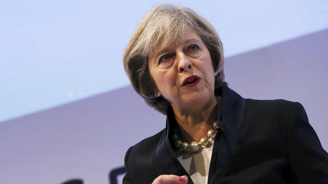 """Theresa May quer que Reino Unido seja """"líder mundial do comércio livre"""""""