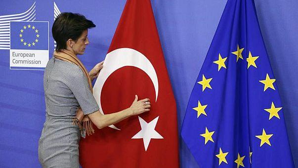 Befagyaszthatja kapcsolatait az EU Törökországgal