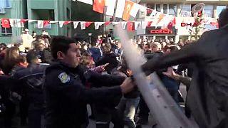 Turquia: Confrontos com a polícia em manifestações contra lei sobre relações sexuais com menores