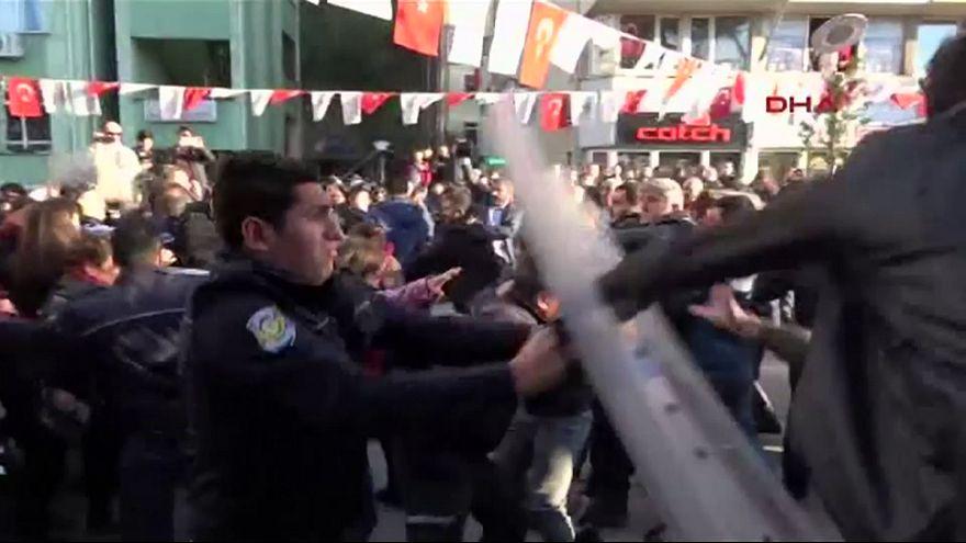 """Турция: протесты против """"легализации педофилии"""""""