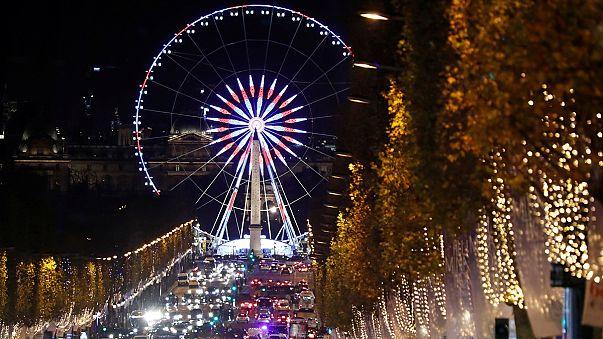 نورافشانی پاریس در استقبال از جشن کریسمس