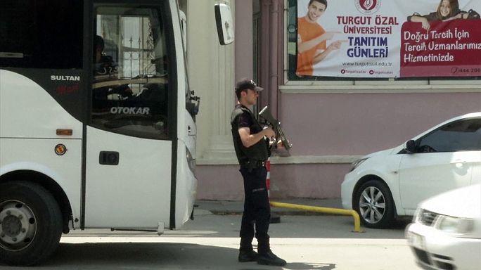 Turquie : la purge s'intensifie, 15 000 fonctionnaires limogés