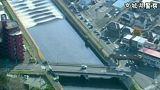 Ein Tsunami in Japan schickt seine Wellen flussaufwärts