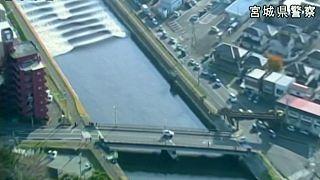Cunami korbácsolt hullámokat Japánban