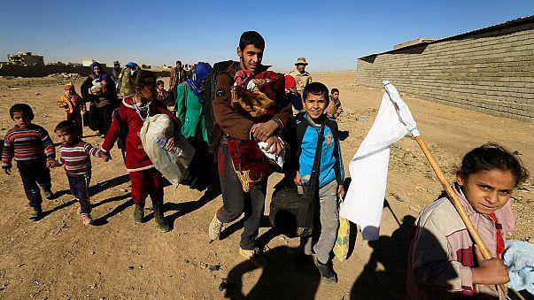 """نزوح المزيد من العراقيين في الموصل وعودة المسيحيين الى """"قره قوش"""" بعد غياب قسري"""