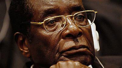 """Cinq vétérans Zimbabwéens en justice, pour avoir """"insulté"""" Robert Mugabe"""