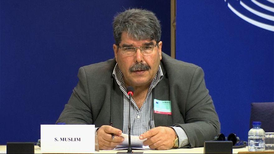 Turquía emite una orden internacional de arresto contra el líder kurdosirio Saleh Muslim