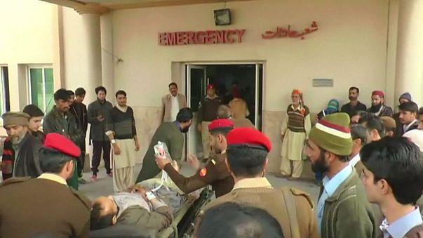 Kaschmir: Pakistanischer Bus von indischer Rakete getroffen