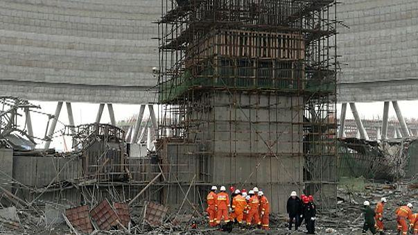 Több tucat kínai munkás lelte halálát egy összedőlt állványzat alatt