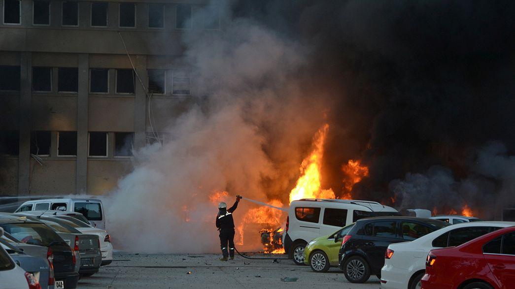 مقتل شخصيْن وإصابة 16 بجروح بتفجير سيارة مفخَّخة في آضنة التركية