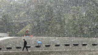 الثلوج في طوكيو للمرة الاولى في مثل هذا الوقت من العام منذ 1962