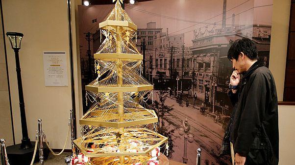 درختی با ۱۹ کیلوگرم طلا برای جشن کریسمس در توکیو