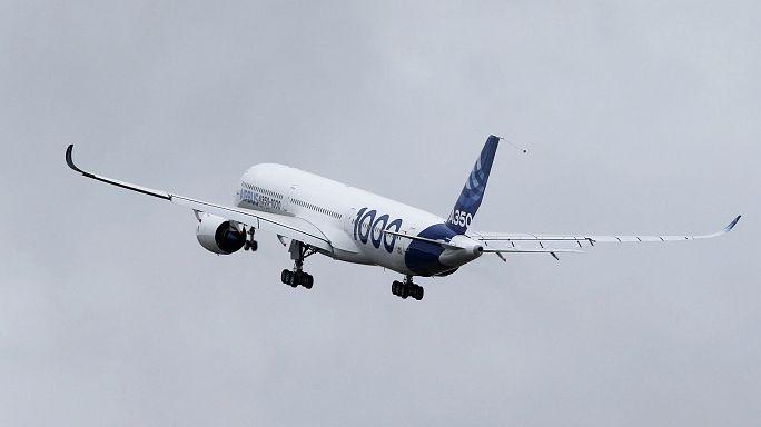 طائرة ايرباص آ350-1000 المنافسة للبوينغ 377 في اول تجربة طيران لها
