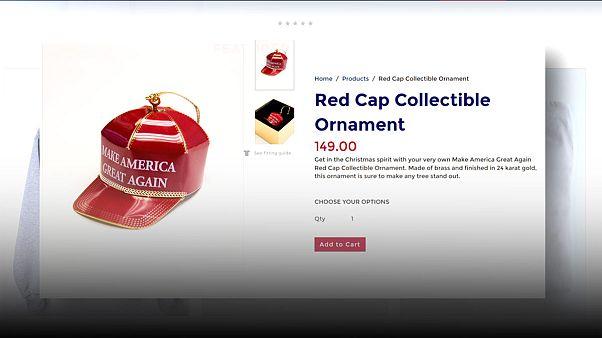 مدل کوچک کلاه قرمز دونالد ترامپ بعنوان وسیله تزیین درخت کریسمس وارد بازار شد