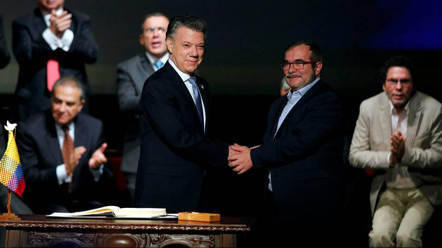 Aláírta a békemegállapodást a kolumbiai elnök és a FARC