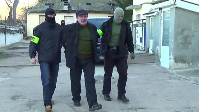 Russia and Ukraine in tit-for-tat detentions over Crimea