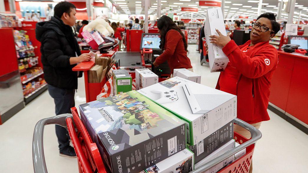 """""""Черная пятница"""" в США: покупатели штурмуют магазины"""