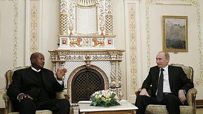 Vladimir Poutine invite le président ougandais Yoweri Museveni au Kremlin