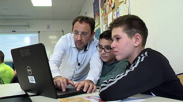 Francia lanza un plan para frenar la baja de calidad de su educación pública