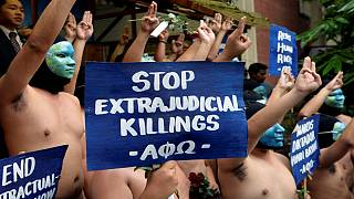 Philippines : des manifestants nus contre l'enterrement de l'ancien dictateur Ferdinand Marcos