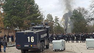 Bulgaria: 400 inmigrantes detenidos y 24 policías heridos en disturbios en un centro de acogida