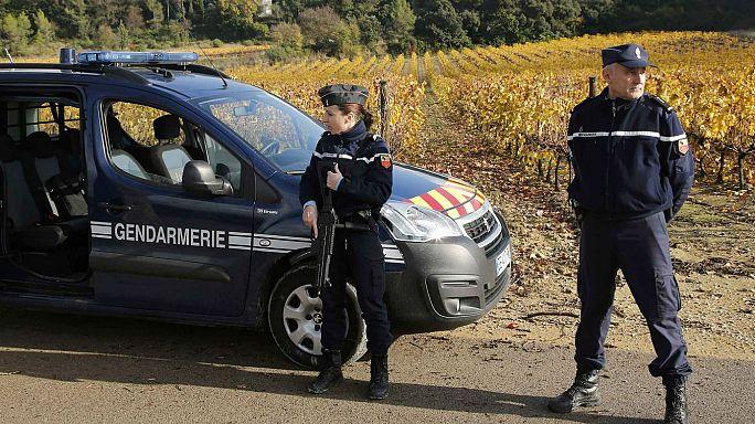 """Francia: """"Preparavano attacchi imminenti"""" i cinque sospetti terroristi fermati dalla polizia"""