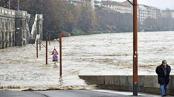 Чрезвычайная ситуация на севере Италии: ливни, оползни, наводнения