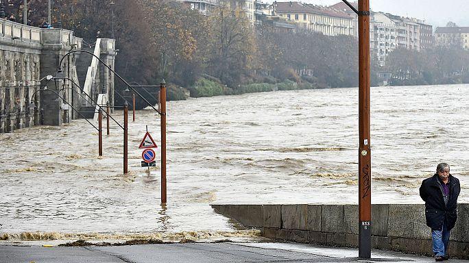 قتيل وثلاثة مفقودين جراء فيضانات عارمة في شمال غرب إيطاليا