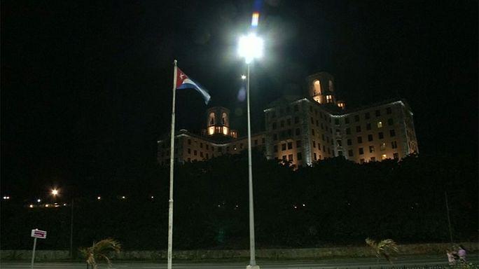 Cuba: Cubanos pró regime choram Fidel