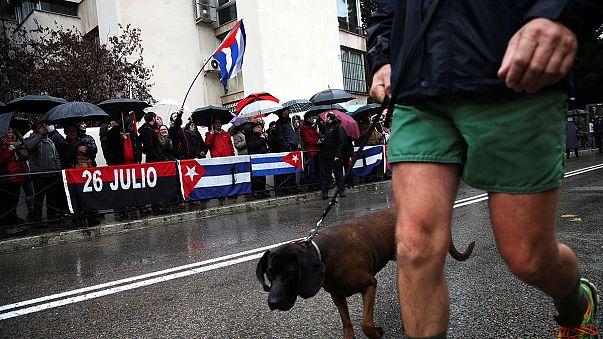 La división que despierta la figura de Fidel Castro se deja sentir en España