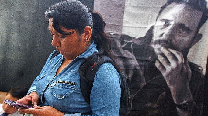 "Latin Americans mourn ""legendary"" Fidel Castro"