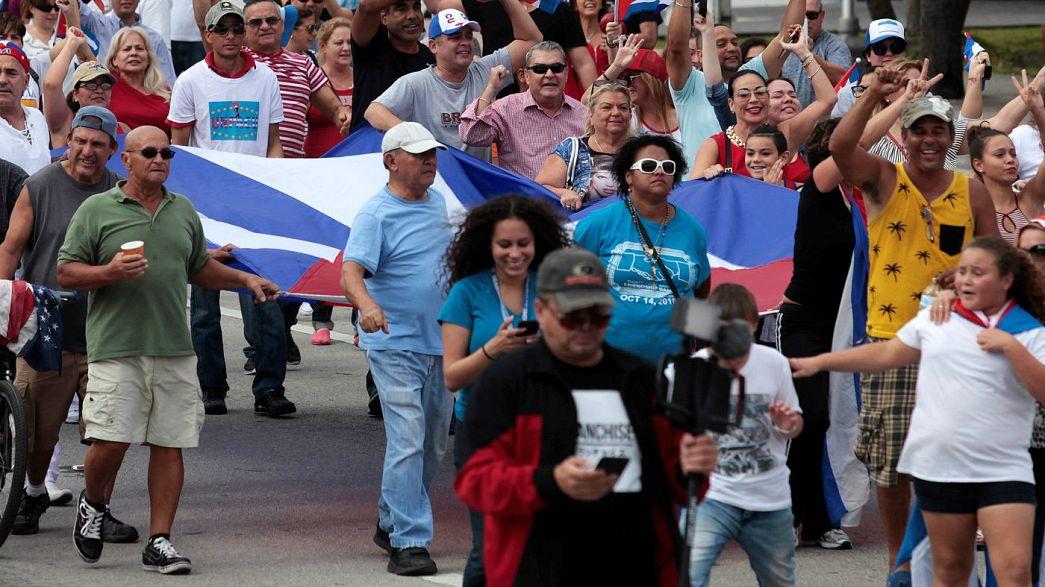 Castro : les Cubains de Miami célèbrent la fin d'une sombre époque